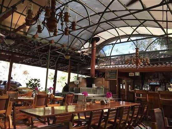 el wagon restaurant in manuel antonio costa rica